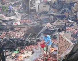 Hiện trường đổ nát của vụ cháy thiêu rụi 78 căn nhà