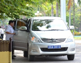 2 bị cáo được xe công đón về: Do tự liên hệ với tài xế