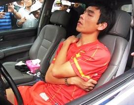 """Cựu tuyển thủ Huy Hoàng nghi """"phê thuốc"""" làm náo loạn đường phố"""