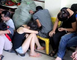 """Hà Nội: Hàng chục thanh niên """"đập đá"""" trong nhà nghỉ"""