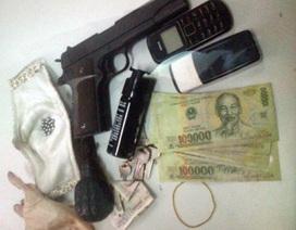 Hà Nội: Liều lĩnh mang súng, lựu đạn xông vào nhà dân để cướp