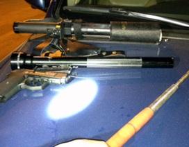 Hà Nội: Phát hiện nhiều vũ khí trên xe Lexus biển đẹp