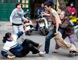 Hà Nội: Nam thanh niên cầm kéo đuổi đâm người phụ nữ giúp việc