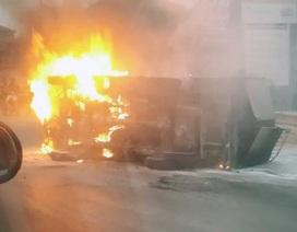 Hà Nội: Đi ngược chiều gây tai nạn, xe tải thành ngọn đuốc