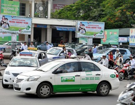 """Hà Nội: Taxi """"cháy"""" xe những ngày cuối năm"""