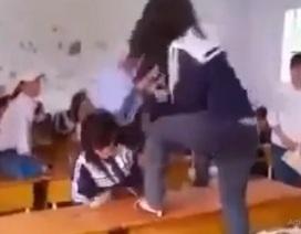 Lộ thêm clip nữ sinh đánh bạn tàn bạo trong lớp học