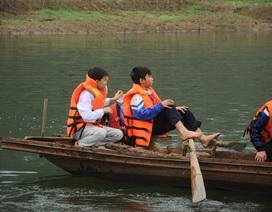 Chùm ảnh: Học sinh lớp 6 tự chèo thuyền đi học