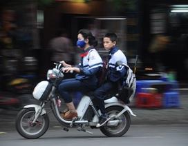 Hà Nội: Xử phạt 288 trường hợp học sinh không đội mũ bảo hiểm