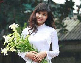 Thiếu nữ Hà thành yêu kiều bên sắc hoa loa kèn