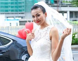 Thanh Hằng mặc váy cô dâu, tung hoa trên phố