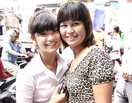 """""""Hot girl"""" Chibi Hoàng Yến khoe làm được 8 mặt giấy thi môn Văn"""
