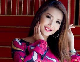 Nữ sinh 9X Nhạc viện khoe dáng với áo dài