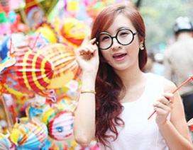 Cùng thiếu nữ xinh đẹp dạo chơi phố Trung thu Hà Nội