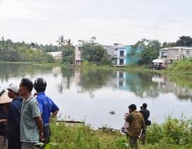 Chèo thuyền ra giữa hồ chơi, 2 học sinh chết thảm