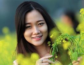 Nữ sinh Hà thành dịu dàng khoe sắc cùng hoa cải