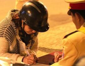 Thiếu nữ nói tiếng Hàn, khóc tiếng Việt khi bị giữ xe