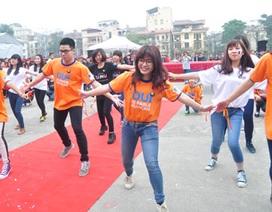 Vũ điệu flashmob của SV Ngoại ngữ đón chào Tổng thư kí Pháp ngữ