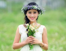 Nữ sinh Huế khoe sắc trắng tinh khôi