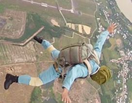 Phiêu bồng với những cánh dù từ độ cao nghìn mét