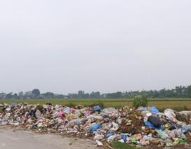 """Hàng ngàn người dân bức xúc vì phải sống """"ngập ngụa"""" trong rác giữa Thủ đô"""