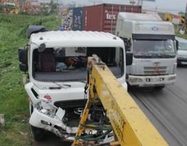 Mờ sáng, quốc lộ đã kẹt cứng vì 2 vụ tai nạn liên hoàn