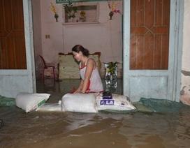 Triều cường nhấn chìm nhiều tuyến phố Sài Gòn