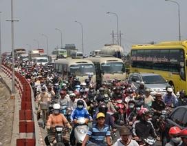 Hàng triệu người dân miền Tây rời TPHCM bằng xe gắn máy, quốc lộ kẹt cứng