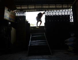 """TPHCM: Nhiều ngôi nhà bỗng dưng biến thành """"hang""""!"""