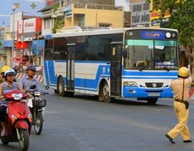 CSGT ra quân xử lý xe buýt chạy ẩu