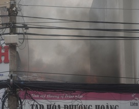Cửa hàng tạp hóa bốc cháy ngùn ngụt, 1 người tử vong