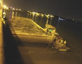 Sà lan 400 tấn đâm vỡ dầm cầu ở Đồng Nai