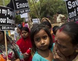Ấn Độ: Bé gái 4 tuổi tử vong sau khi bị hãm hiếp
