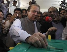 Cựu thủ tướng Pakistan Nawaz Sharif tuyên bố thắng cử