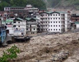 Ấn Độ: Lũ quét cuốn trôi tòa nhà chung cư, ít nhất 50 người chết