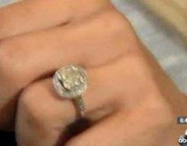 Tá hỏa nhẫn kim cương nửa tỷ đồng bị bán đồng nát