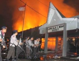Indonesia: 200 tù nhân vượt ngục, phóng hỏa trại giam