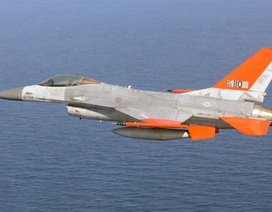 Chiến đấu cơ F16 của Mỹ cất cánh không cần người lái