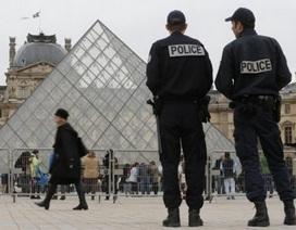 Pháp bắt giữ hàng nghìn vé thăm bảo tàng Louvre giả từ Trung Quốc