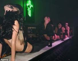 Choáng với cuộc đấu vung tiền trong quán bar của hai triệu phú Nga