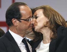 Tổng thống Pháp dọa kiện tờ báo soi mói chuyện tình cảm