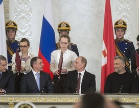 Phương Tây tức tối trước hiệp ước sáp nhập Crimea vào Nga