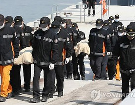 Số người chết trên phà Hàn Quốc tăng từng giờ