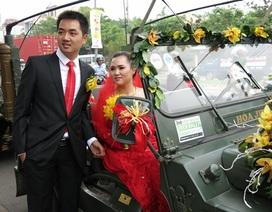 """Lễ rước dâu toàn xe Jeep gây """"xôn xao"""" đường phố"""