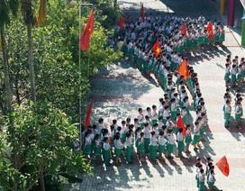 450 học sinh tiểu học xếp hình bản đồ Tổ quốc và nhìn về Biển Đông