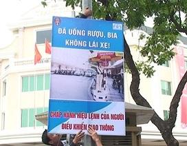 Hà Nội: Tuyên truyền an toàn giao thông bằng hình ảnh tại các ngã tư
