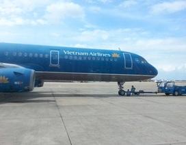 Hàng trăm hành khách chậm chuyến do máy bay... mòn lốp