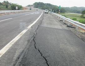 Lún nứt trên cao tốc dài nhất Việt Nam: Vết nứt bất thường
