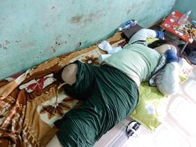 Dang dở đường đến trường của cô bé bị mất một chân vì bệnh u xương