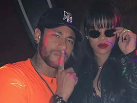 """Neymar gây """"bão"""" khi lộ ảnh tiệc tùng cùng nữ ca sĩ Rihanna"""