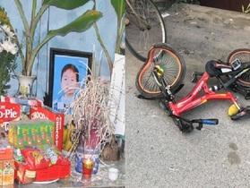 Xót xa cảnh chị em đạp xe chở nhau ra đình ngóng bố mẹ đi viện về, bé trai 7 tuổi bị xe tải tông tử vong